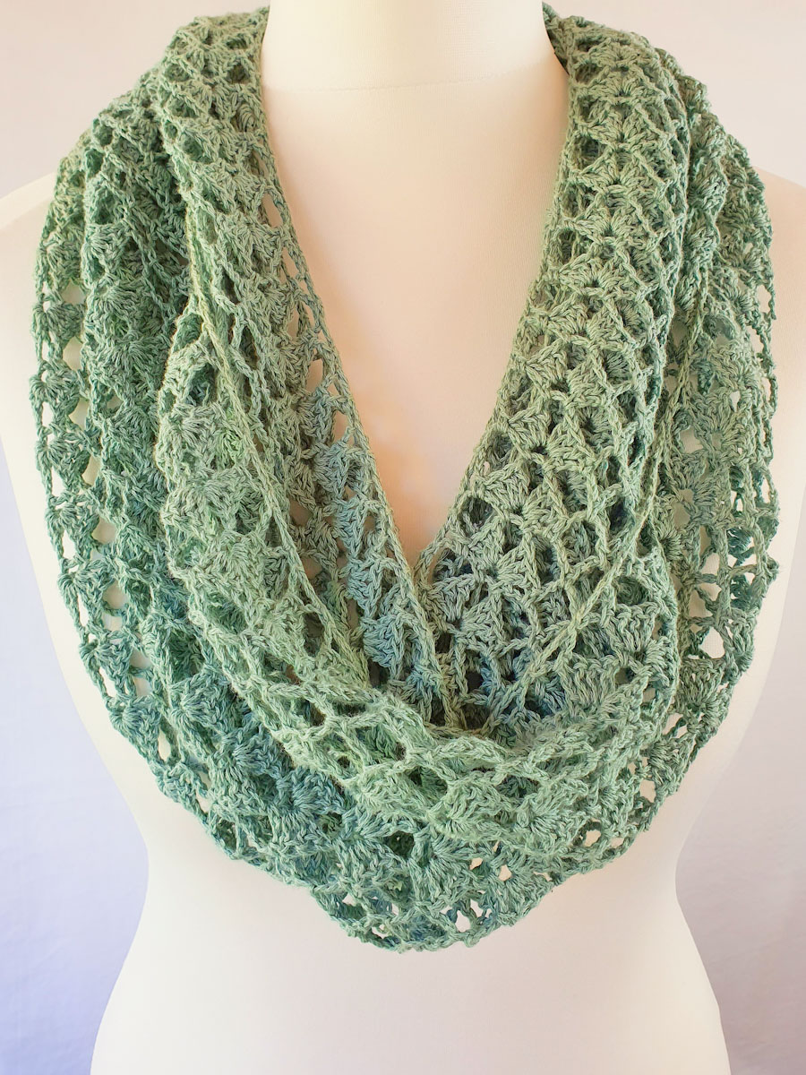 Easy Crochet Cowl – Free Pattern